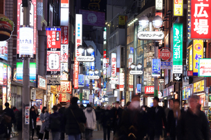 夜の渋谷センター街の写真素材 [FYI03006265]