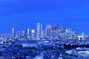 新宿副都心 高層ビル群の夜景の写真素材 [FYI03006268]