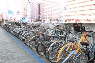 駅前の自転車置場の写真素材 [FYI03006283]
