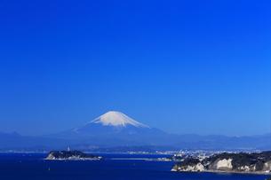 披露山公園から望む富士山と江の島の写真素材 [FYI03006310]