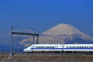 富士山と新幹線の写真素材 [FYI03006337]