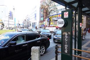 駅前のタクシーのりばの写真素材 [FYI03006339]