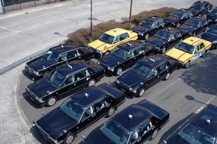 客待ちするタクシーの写真素材 [FYI03006342]