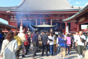 浅草寺の本堂の写真素材 [FYI03006354]