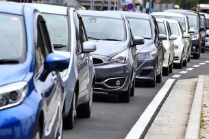 神奈川県 お花見で渋滞する道路の写真素材 [FYI03006428]