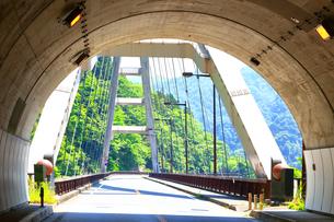 宮ヶ瀬の向山トンネルと大棚沢橋の写真素材 [FYI03006515]