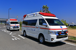 出動中の救急車の写真素材 [FYI03006518]