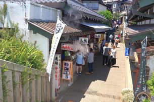 江の島 江島神社の参道の写真素材 [FYI03006532]