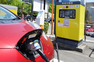 電気自動車の急速充電器の写真素材 [FYI03006547]