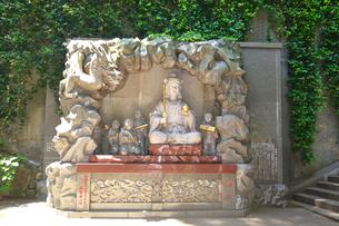 江の島 江島神社の財天と童子の写真素材 [FYI03006557]