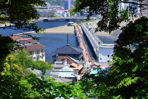 江の島 江の島大橋と江の島弁天橋の写真素材 [FYI03006582]