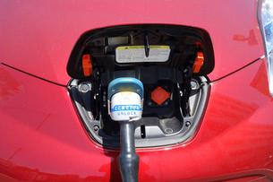 電気自動車の急速充電器の写真素材 [FYI03006607]