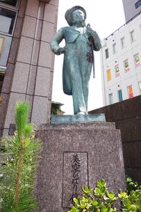 横浜の美空ひばり像の写真素材 [FYI03006857]