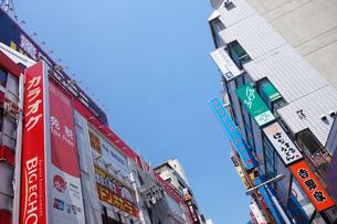 横浜駅南口の商店街の写真素材 [FYI03006865]