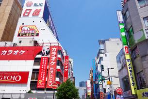 横浜駅南口の商店街の写真素材 [FYI03006866]