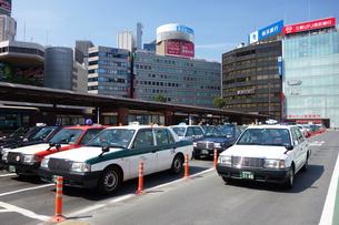 横浜駅西口のタクシーのりばの写真素材 [FYI03006867]