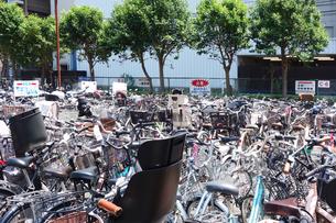自転車置場の写真素材 [FYI03006869]