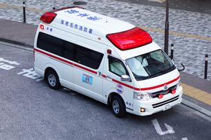 出動中の救急車の写真素材 [FYI03006906]