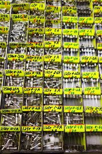 秋葉原電気街の電子部品小売店の写真素材 [FYI03006929]