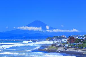 富士山と国道134号の写真素材 [FYI03006990]