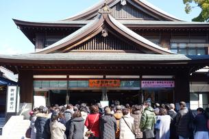 寒川神社の祈祷待ち客の写真素材 [FYI03007045]