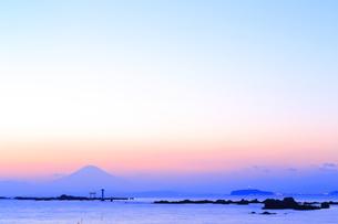 葉山灯台と富士山の写真素材 [FYI03007200]