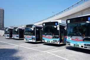 出発を待つ京急バスの写真素材 [FYI03007219]
