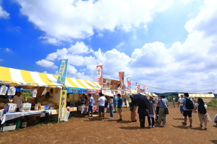 座間 ひまわり祭の模擬店の写真素材 [FYI03007376]