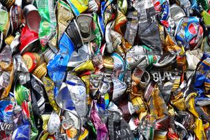 再利用されるアルミ缶キューブの写真素材 [FYI03007434]