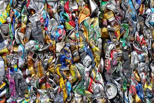 再利用されるアルミ缶キューブの写真素材 [FYI03007435]