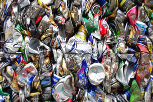 再利用されるアルミ缶キューブの写真素材 [FYI03007439]