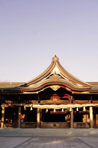 寒川神社の菊の御紋、の写真素材 [FYI03007454]