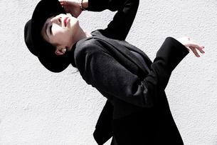 女性ダンサー レオタード 自然光の写真素材 [FYI03007549]