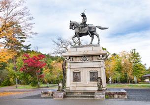 秋の伊達政宗騎馬像の写真素材 [FYI03007758]