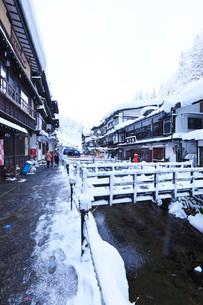 銀山温泉の冬の写真素材 [FYI03007795]
