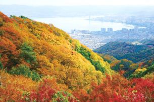 比叡山の紅葉と琵琶湖の写真素材 [FYI03008150]