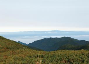 知床峠から望む択捉島の写真素材 [FYI03008556]