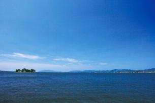 嫁ヶ島浮かぶ夏の宍道湖の写真素材 [FYI03009102]