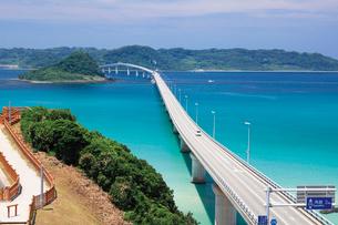 本土側より望む角島大橋と角島の写真素材 [FYI03009225]