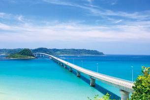 本土側より望む角島大橋と角島の写真素材 [FYI03009227]