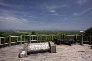夏の釧路湿原 サテライト展望台からの眺めの写真素材 [FYI03009456]