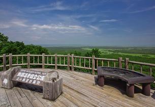夏の釧路湿原 サテライト展望台からの眺めの写真素材 [FYI03009458]