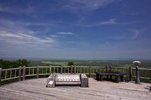 夏の釧路湿原 サテライト展望台からの眺めの写真素材 [FYI03009459]