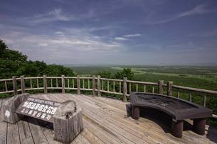 夏の釧路湿原 サテライト展望台からの眺めの写真素材 [FYI03009461]