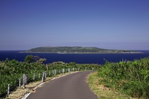 焼尻島から見える天売島の写真素材 [FYI03009761]