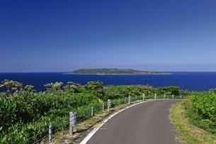 焼尻島から見える天売島の写真素材 [FYI03009762]