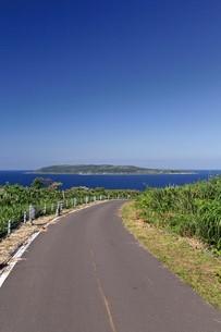 焼尻島から見える天売島の写真素材 [FYI03009765]