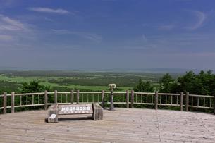 夏の釧路湿原 サテライト展望台からの眺めの写真素材 [FYI03009804]