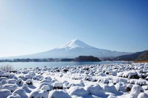 河口湖から望む富士山の写真素材 [FYI03010162]