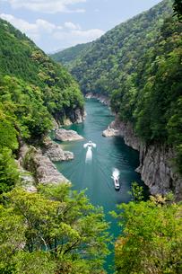 瀞峡を行く遊覧船の写真素材 [FYI03010345]